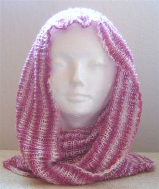 Berries and cream cowl