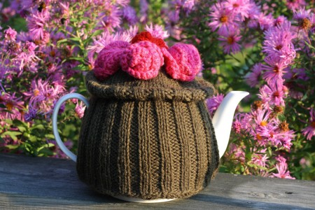 Ravelry: Pansy Motif Tea Cozy pattern by Lily / Sugar'n Cream